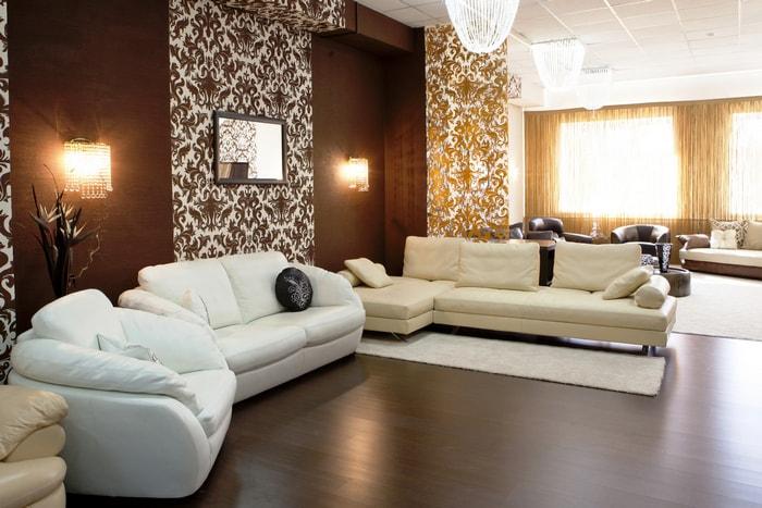 Бело-коричневый интерьер