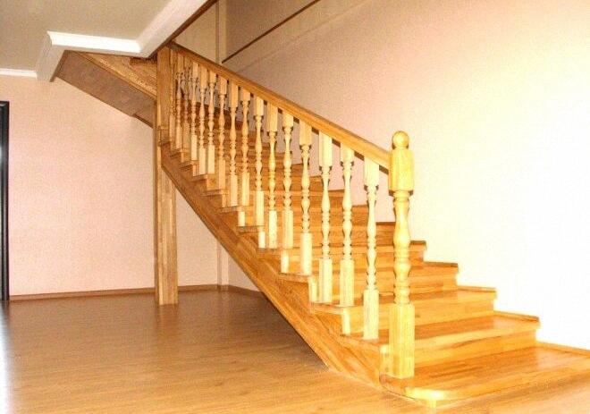 Окрашивание деревянной лестницы