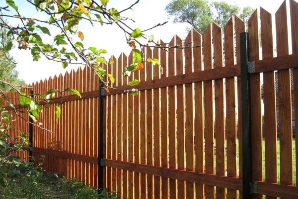Деревянный забор как покрасить